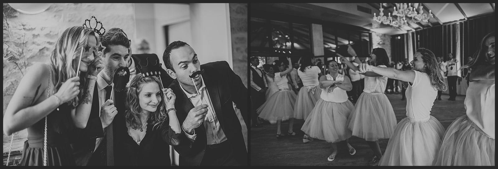 invités qui se prennent en photo a un photobooth et invitées qui dansent à la soirée au clos des cèdres